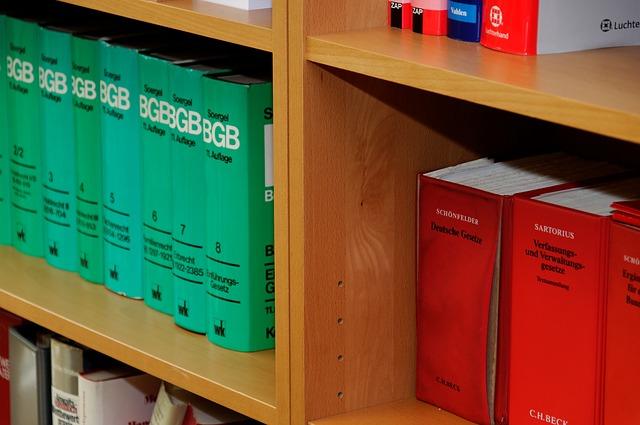 Bookcase 335851 640
